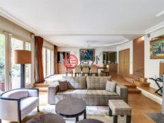 居外网在售法国巴黎6卧2卫的房产总占地84平方米