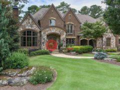 居外网在售美国5卧8卫的独栋别墅总占地2550平方米USD 3,100,000
