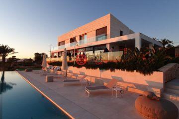 居外网在售西班牙6卧5卫新房的房产总占地7904平方米EUR 4,900,000