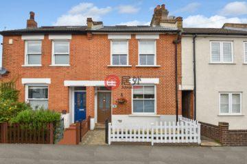 居外网在售英国3卧2卫曾经整修过的联排别墅总占地100平方米GBP 550,000