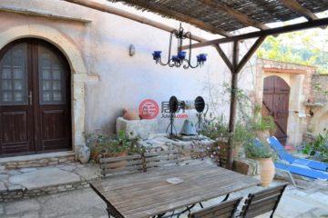 居外网在售希腊4卧7卫曾经整修过的房产总占地3000平方米EUR 680,000