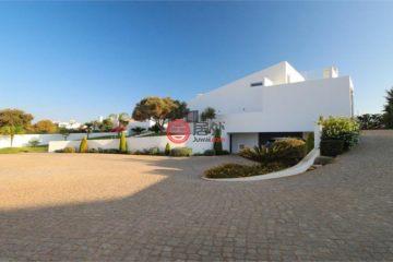 居外网在售葡萄牙3卧4卫特别设计建筑的房产总占地2036平方米EUR 795,000